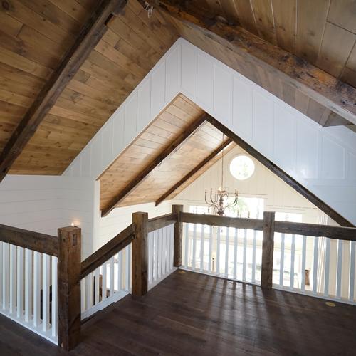 lake-home--custom--loft--beams-1
